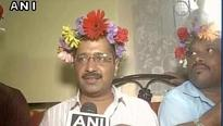 Kejriwal sports floral wreath in Goa and Twitter is losing its mind!