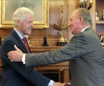Spain's King Juan Carlos meets with Bill Clinton
