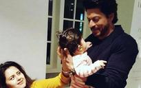 SEE PIC: Shah Rukh holding up this toddler will make your heart all gooey