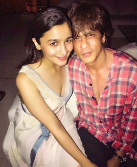 Inside SRK's birthday bash: Alia, Deepika, Katrina's fun pictures!