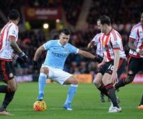 Aguero strikes as Man City stay in touch