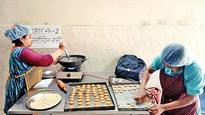 NGO fights malnutrition in Nizamuddin Basti with healthy snacks