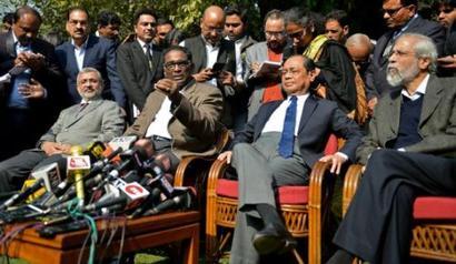 CJI Dipak Misra meets 4 dissenting SC judges, offers olive branch