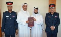 Traffic director-general receives book