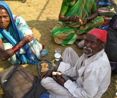 No breakfast, only dal-rice on the way. How 30,000 farmers reached Mumbai