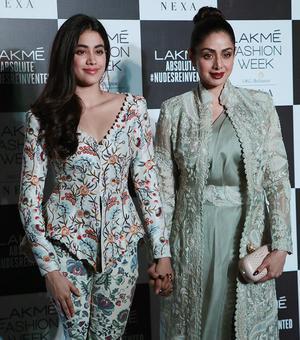 Like Janhvi Kapoor's red carpet look?