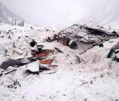 5 army personnel hit by avalanche in J-K's Kupwara