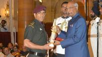 'India's proud son,' Twitter falls in love with Lt Col Dhoni at Padma Awards