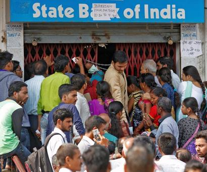 A month later no change: ATMs shut, long lines at banks