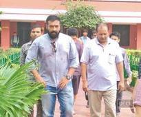 Anurag Kashyap wakes Hans Raj hostel kids at 8.30 am