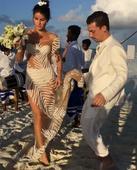 Model Isabeli Fontana calls this a wedding dress, do you agree?