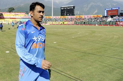 Dhoni equals Ponting's captaincy record