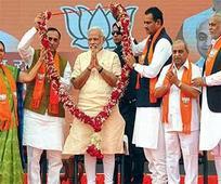 Modi uses Gujarati warmth to encourage BJP ranks