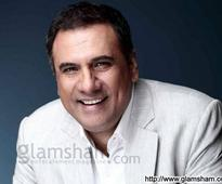 Boman Irani hurts his knee on the sets of SANTA BANTA - News