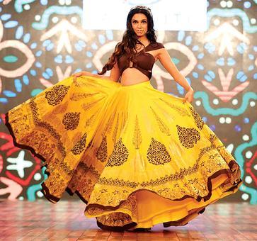 Pics: Divya, Zarine, Shibani look fashionably HOT!