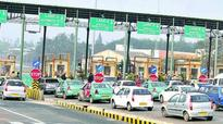 Kerala: Motorists on rush for notes as toll resumes
