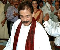 Sahara gets 10 more days to deposit Rs 710 cr, or Subroto Roy to return to jail