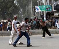 Mob attacks convoy of Pakistani opposition leader Imran Khan
