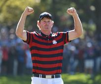 Brandt Snedeker joins the crowd and cheers like a wild man at the Ryder Cup