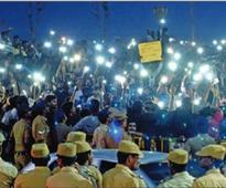 Thousands hit streets in Tamil Nadu for jallikattu, camp on Marina