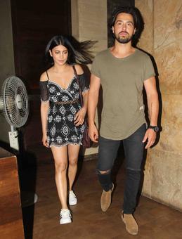 PIX: Shruti Haasan, Hrithik watch Raag Desh