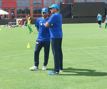 Kumble waxes lyrical about 'leader' MS Dhoni