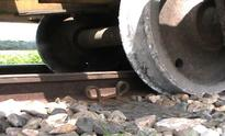 Train derails in Pabna, Dhaka cut from north