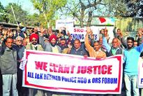 Retired cops protest, highlight demands