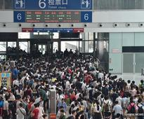 Passengers set off on trips for coming National Day holidays