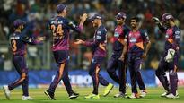 IPL 2016: Dhoni gives confidence to one Ashwin by under-bowling other