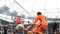 Premier League wrap: Alexis Sanchez double lifts Arsenal gloom, Manchester United make it sweet 16