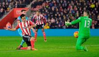 Koeman hails defence after 10-man Southampton hold out
