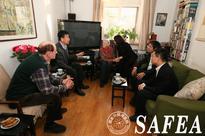Zhang Jianguo visits senior foreign expert
