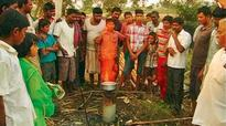 Fire in borewell! Free cooking gas in Mudhol