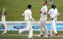 Southee's six keeps NZ in front of Pak