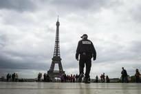 Man shoots himself dead in nursery school near Eiffel Tower