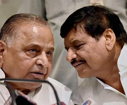 Mulayam shows who's boss, but will Akhilesh relent?