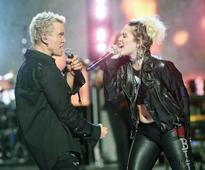 Miley Cyrus surprises with Billy Idol duet