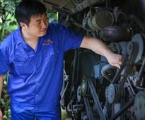 Chongqing mechanic defies expectations, publishes several novels