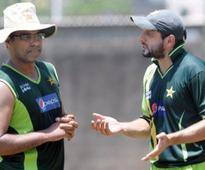 Waqar slams Afridi and Akmal, calls for them to be dropped from squad