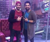 PIC: Rannvijay welcomes Harbhajan Singh on Roadies, shares pic