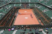 Rain disrupts first day at French Open