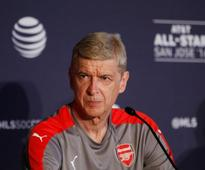 Wenger places faith in Holding as defensive crisis looms