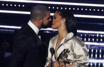Drake's awkward kiss fail