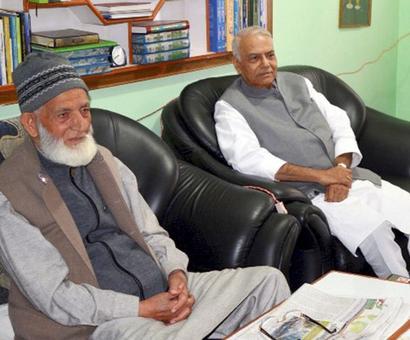 Yashwant Sinha-led Kashmir team suggests talks with Hurriyat