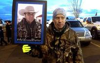 Pickups and American flags: Oregon occupier hailed as a hero