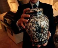 No scattering of ashes or keeping them home, Vatican says