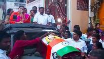 RK Nagar bypoll enters dead heat: OPS faction parades Amma's mock coffin