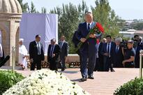 Nazarbayev lays flowers to burial site of Islam Karimov