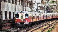 Mumbai: Harbour line commuters get stranded after train jumps signal